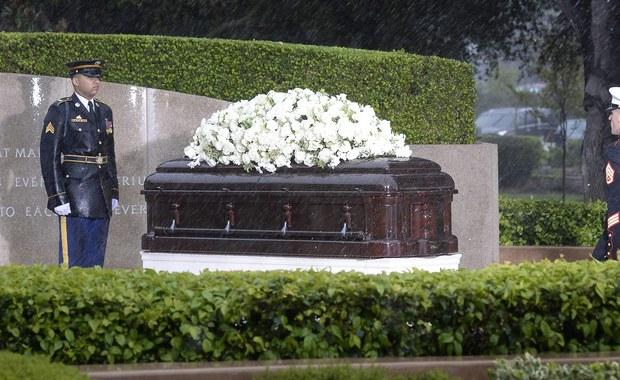 Nancy Reagan, żona byłego prezydenta USA Ronalda Reagana, zmarłego w 2004 roku, została pochowana obok swego męża w Simi Valley w Kalifornii. W ceremonii pogrzebowej wzięło udział ponad tysiąc osób.