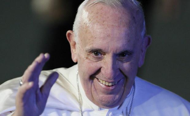 Biuro prasowe Stolicy Apostolskiej podało wstępny plan wizyty papieża Franciszka w Polsce, w ramach Światowych Dni Młodzieży, które odbędą się od 27-31 lipca. Ojciec Święty odwiedzi Kraków, Częstochowę i były obóz zagłady Auschwitz-Birkenau. Ostateczna wersja programu wizyty zostanie opublikowana w połowie czerwca.