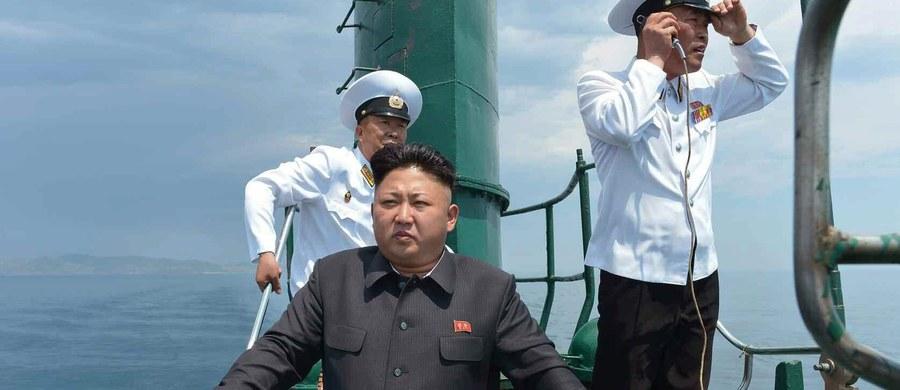 Zaginął okręt podwodny Korei Północnej, który przez kilka dni pływał u wybrzeży tego kraju - informuje portal internetowy BBC News, powołując się na amerykańskie źródła wojskowe. Jednostka najprawdopodobniej zatonęła.