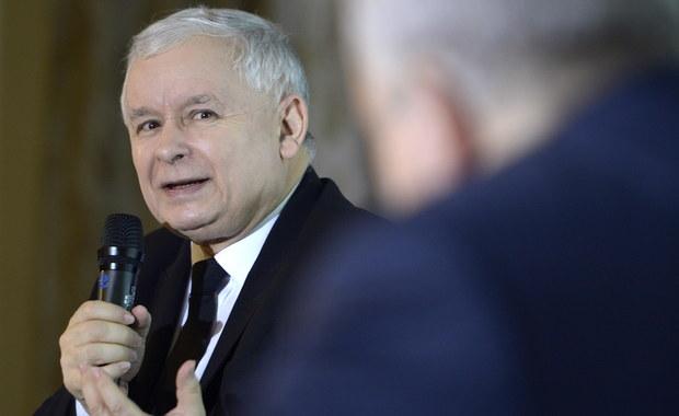Wśród osób, które zadeklarowały udział w wyborach, na PiS zagłosowałoby 38 procent, na Nowoczesną - 13 procent, na PO - 12 procent, a na Kukiz'15 - 9 procent - wynika z marcowego sondażu TNS Polska. Pozostałe ugrupowania nie przekroczyły w nim progu wyborczego.