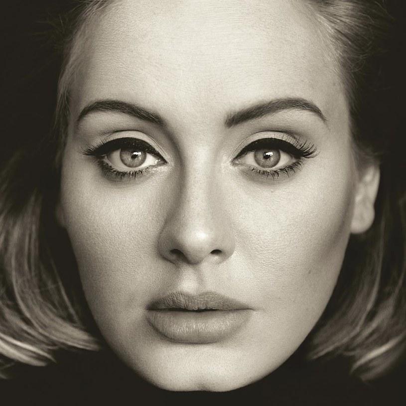"""Nowa funkcja na Snapchacie sprawiła, że ponownie w sieci zaroiło się od Adele i jej twarzy. Internauci masowo publikują swoje filmiki z przeróbkami okładki płyty """"25""""."""