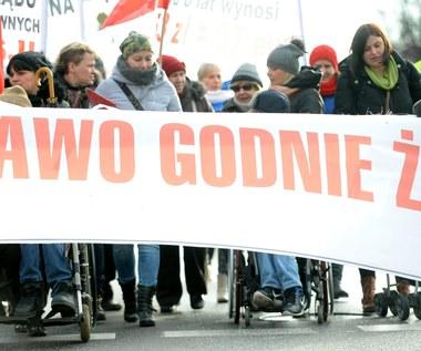 """Opiekunowie niepełnosprawnych zaprotestują? """"Los naszych podopiecznych nie interesuje rządu"""""""