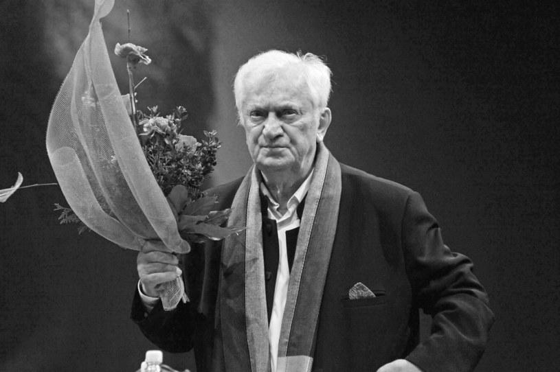 - Odszedł aktor, którego cechowały wielki profesjonalizm i wszechstronność; człowiek serdeczny, ciepły - tak Mariana Kociniaka wspominali Wiktor Zborowski, Radosław Piwowarski i Magdalena Zawadzka. Kociniak zmarł w czwartek w Warszawie w wieku 80 lat.