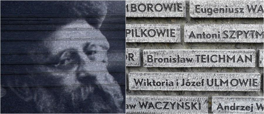 """""""To niezwykle przejmujące muzeum. Jestem ogromnie wdzięczny i dziękuję w imieniu Rzeczpospolitej wszystkim tym, którzy przyczynili się do jego powstania"""" - mówił prezydent Andrzej Duda podczas uroczystości otwarcia Muzeum Polaków Ratujących Żydów im. Rodziny Ulmów w Markowej k. Łańcuta. """"Dziękuję, bo Polska, a także sprawiedliwość dziejowa, takiego pomnika potrzebowała"""" - podkreślił."""