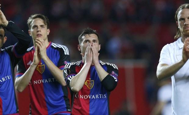 Sevilla FC, z powracającym na boisko po półtoramiesięcznej przerwie Grzegorzem Krychowiakiem, i Borussia Dortmund, z Łukaszem Piszczkiem w podstawowym składzie, awansowały do ćwierćfinału piłkarskiej Ligi Europejskiej.