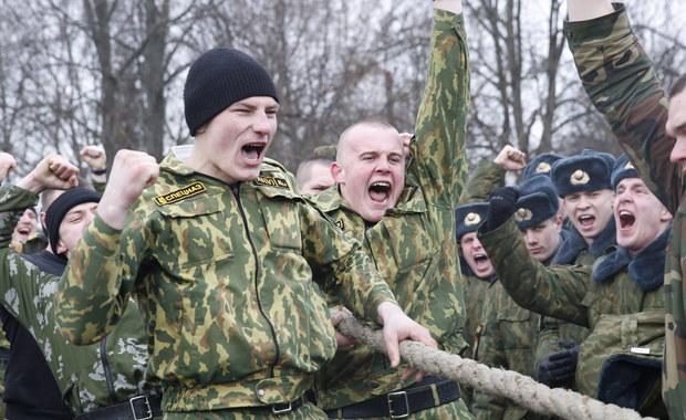 Ministerstwo Obrony Białorusi rozpoczęło mobilizację rezerwistów w ramach kompleksowego sprawdzania gotowości sił zbrojnym – poinformowała państwowa agencja BiełTa. Obecnie trwa drugi etap rozpoczętego w styczniu sprawdzianu.