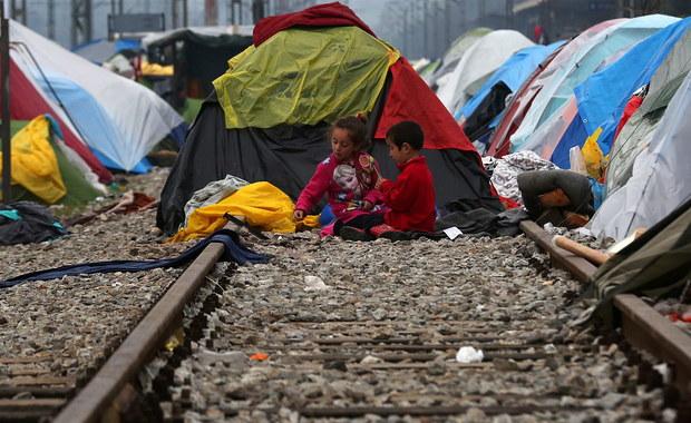 Grecki minister spraw wewnętrznych Panos Kurumplis porównał obóz dla migrantów Idomeni na granicy z Macedonią do niemieckiego obozu koncentracyjnego Dachau. Wypowiedział się, gdy w Brukseli trwa szczyt UE-Turcja poświęcony kryzysowi migracyjnemu.