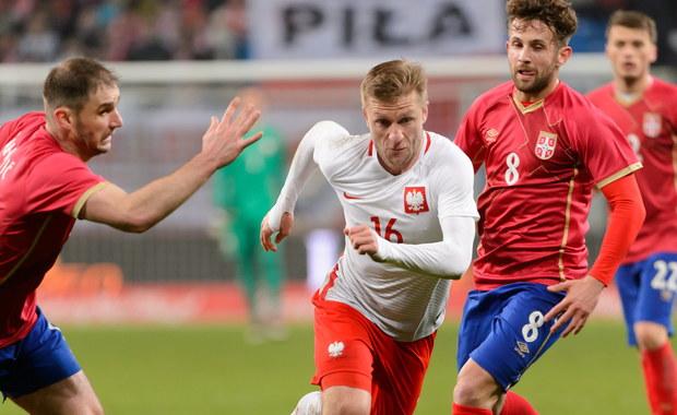 W meczu towarzyskim przy Bułgarskiej w Poznaniu reprezentacja Polski, na 81 dni przed pierwszym starciem na Euro 2016, pokonała Serbię 1-0. Bohaterem meczu został Jakub Błaszczykowski. Wygraną zawdzięczamy też Wojciechowi Szczęsnemu, który obronił kilka stuprocentowych sytuacji.