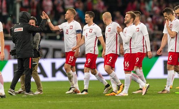 """""""Z optymizmem, ale bez euforii podchodzimy do wyniku tego spotkania. Cieszy postawa zespołu, bo gra od pierwszej do ostatniej minuty. Cały czas się liczy to, co na boisku i to jest bardzo optymistyczne przed bezpośrednimi przygotowaniami do mistrzostw Europy"""" - mówił po meczu Polska - Finlandia (5:0) trener reprezentacji Polski Adam Nawałka. """"Jest zdrowa rywalizacja w zespole i to też mnie cieszy"""" - dodał."""