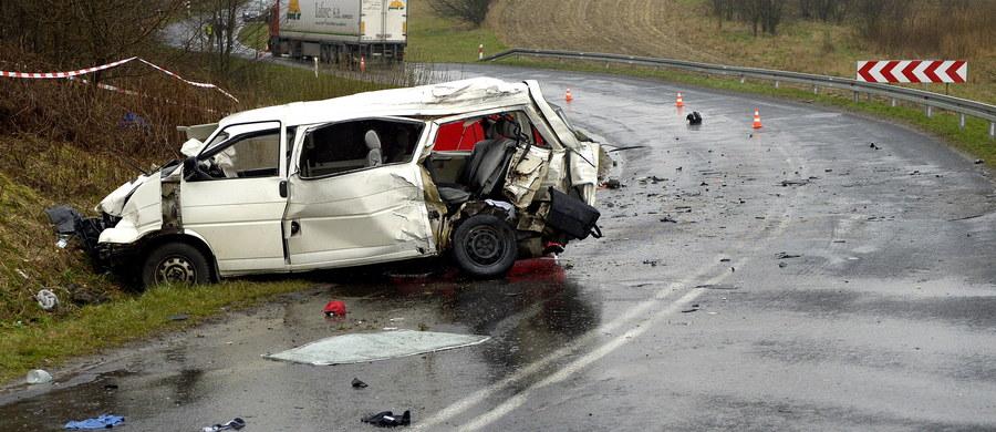 18 osób zginęło, a 179 osób zostało rannych w 142 wypadkach - to bilans z piątku i soboty na polskich drogach. Najtragiczniejsza okazała się Wielka Sobota - zginęło 16 osób.