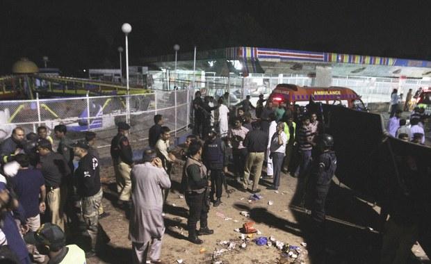 W wybuchu przed publicznym parkiem w Lahore we wschodnim Pakistanie zginęło co najmniej 52 osób, a ponad 100 zostało rannych. Według policji eksplozję spowodował zamachowiec samobójca.
