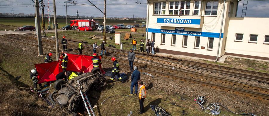 Sąd w Inowrocławiu zdecydował, że dróżnik z Dziarnowa w Kujawsko-Pomorskiem nie trafi do aresztu. Po sobotniej tragedii na strzeżonym przejeździe kolejowym 41-letni mężczyzna ma zarzut spowodowania wypadku ze skutkiem śmiertelnym.
