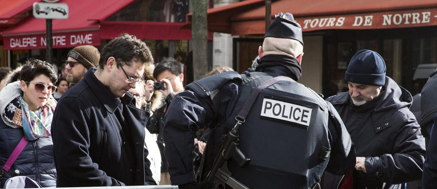 """Faycal C., który według mediów był z zamachowcami na lotnisku w Brukseli w dniu ataku, w poniedziałek został wypuszczony na wolność. Takie postanowienie wydano z powodu braku dowodów, które """"uzasadniałyby jego dalsze przebywanie w areszcie"""" - poinformowała belgijska prokuratura federalna."""