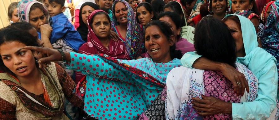 """""""Nie ma i nie będzie naszej zgody na wszelkie akty terroryzmu, zwłaszcza te najokrutniejsze, których ofiarami padają kobiety i dzieci"""" - napisał prezydent Andrzej Duda w depeszy kondolencyjnej w związku z zamachem w Pakistanie. W niedzielę zginęły tam 72 osoby, w tym 30 dzieci."""