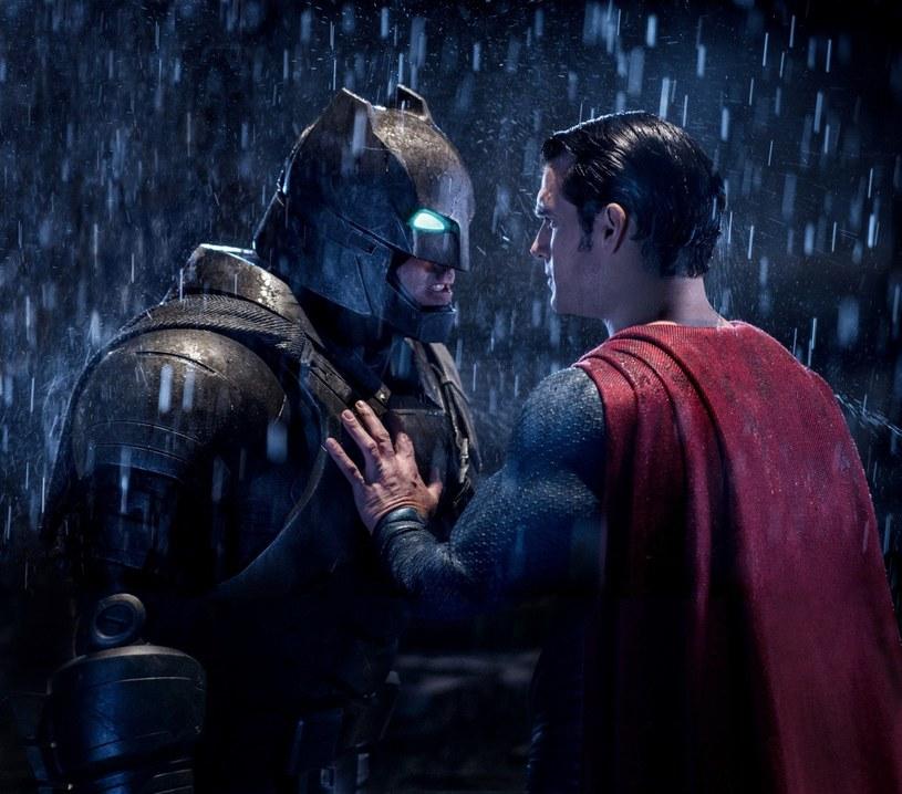 """1 kwietnia film """"Batman v Superman: Świt sprawiedliwości"""" wejdzie na ekrany kin w całej Polsce. Wybrane sekwencje hitu sfilmowano kamerami IMAX, by przenieść widzów w samo centrum starcia superbohaterów. Na ekranach kin IMAX widzowie zobaczą o 26% więcej obrazu."""
