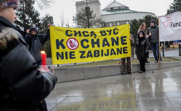 W klubie PiS w sprawach światopoglądowych nie ma dyscypliny w głosowaniu, ale ogromna większość, a może cały klub, poprze inicjatywę ustawy całkowicie zakazującej aborcji - uważa prezes PiS Jarosław Kaczyński.