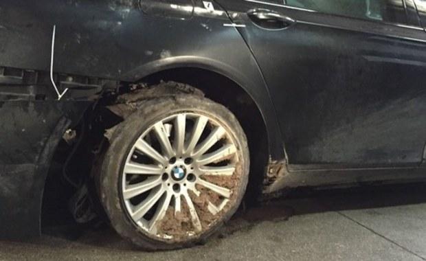 Prezydencka limuzyna natrafiła na przedmiot leżący na jezdni i dlatego przebiła się opona - to opinia biegłych w sprawie incydentu z BMW Andrzeja Dudy, do którego doszło 4 marca na autostradzie A4.
