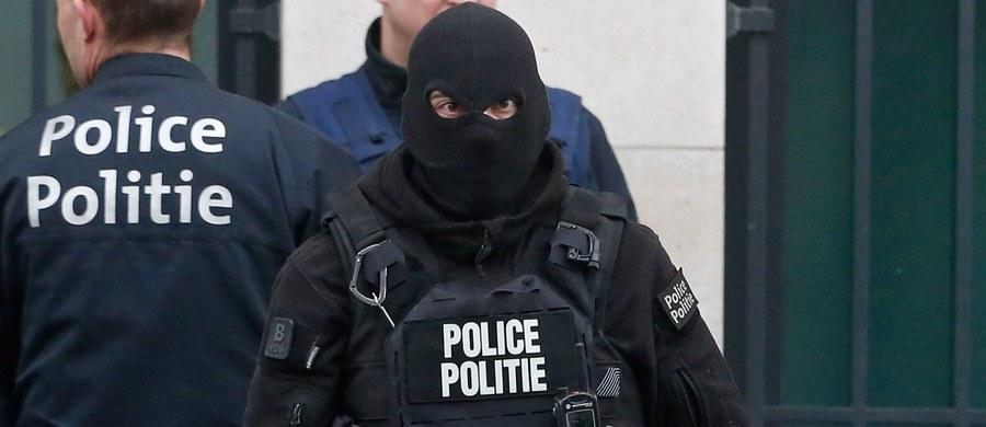 Belgijska policja wspierana przez wojsko zamknęła ulice przy autostradzie E17 prowadzącej do Lille we Francji. To operacja antyterrorystyczną związana z zatrzymanym w ubiegłym tygodniu pod Paryżem Redą Kriketem – potwierdza prokuratura federalna. Mężczyzna planował przeprowadzić zamach we Francji.
