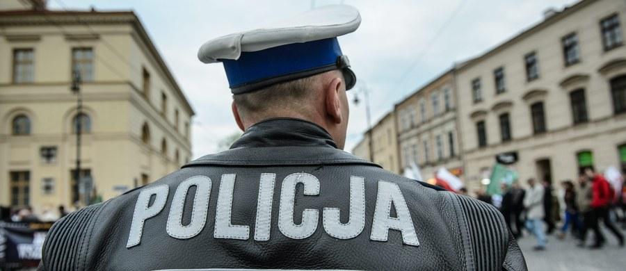 """Prawdopodobnie w przyszłym tygodniu zostanie powołany nowy komendant główny policji – zapowiedział wiceszef MSWiA Jarosław Zieliński. Na to stanowisko jest branych pod uwagę kilku oficerów. """"Poszukujemy odpowiedzi na pytanie, która decyzja personalna będzie optymalna"""" – dodaje minister."""