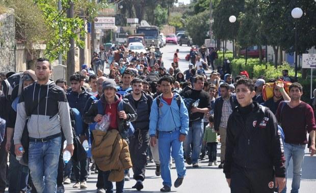 """Przemytnicy działający w Turcji reklamują na Facebooku nową trasę przemytu ludzi do Unii Europejskiej. Wiedzie ona przez Włochy - zamiast Grecji, która na mocy porozumienia UE z Turcją ma odsyłać wszystkich migrantów nielegalnie przybyłych na wyspy - informuje """"Guardian""""."""