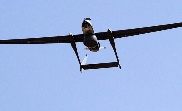 """Podczas ostatniego dnia Szczytu Bezpieczeństwa Nuklearnego w Waszyngtonie prezydent Stanów Zjednoczonych Barack Obama przyznał, że w amerykańskich atakach dronów przeciwko podejrzanym o terroryzm śmierć ponosili cywile, co """"nie powinno mieć miejsca"""". Dodał, że jego administracja wykazuje """"niezwykłą ostrożność"""" w przeprowadzaniu ataków tam, gdzie obecne są kobiety i dzieci."""