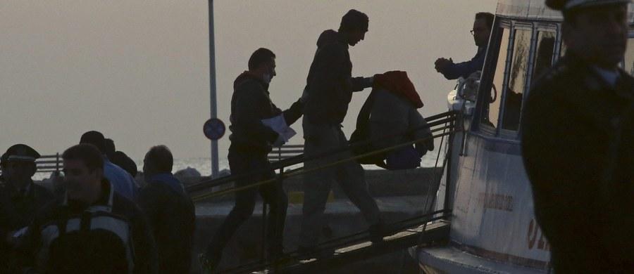 Grecja odsyła do Turcji dwie pierwsze grupy imigrantów, którzy nielegalnie przedostali się na greckie Wyspy - informuje agencja Reutera. Statki odpłynęły właśnie z wyspy Lesbos do tureckiego portu Dikili. To efekt porozumienia Unii Europejskiej z Turcją, mającego na celu ograniczenie migracji do Europy.