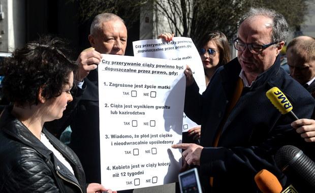"""""""Lewica będzie zbierać podpisy pod wnioskiem o referendum ws. aborcji w Polsce"""" - poinformował lider partii Włodzimierz Czarzasty. Chce, by Polacy odpowiedzieli na cztery pytania dotyczące możliwości przerywania ciąży."""