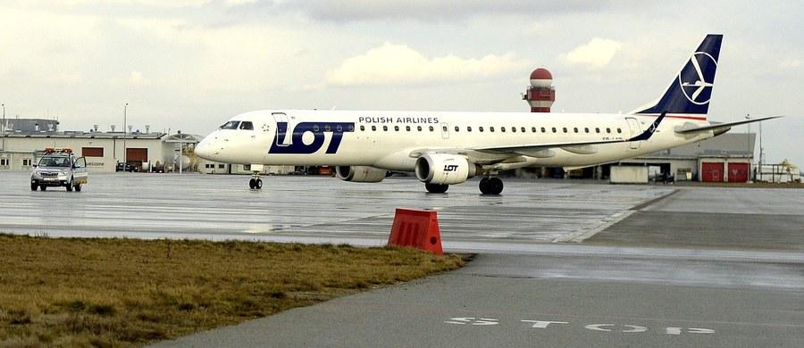 LOT wznawia rejsy między Warszawą a Brukselą - poinformował polski przewoźnik. Lotnisko Zaventem, na którym doszło do zamachów, zostało częściowo otwarte dla lotów pasażerskich w niedzielę. Polski przewoźnik będzie obsługiwać jeden rejs dziennie.