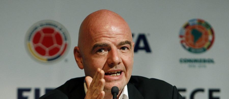 """Szef FIFA Gianni Infantino jeszcze jako jeden z dyrektorów UEFA prowadził interesy z osobami podejrzanymi obecnie o korupcję - wynika z kolejnych dokumentów będących częścią """"Panama Papers"""". Hugo i Mariano Jinkis to duet podejrzany przez FBI o korupcję związaną z handlowaniem prawami telewizyjnymi. UEFA jeszcze niedawno zapewniała, że nie współpracowała z ludźmi, którzy są na liście amerykańskich śledczych. Ujawnione materiały temu zaprzeczają."""