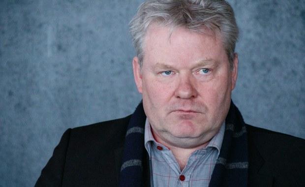 Premier Islandii Sigmundur  Gunnlaugsson ustąpił ze stanowiska. Jego obowiązki przejmie tymczasowo minister rybołówstwa i rolnictwa Sigurdur Ingi Johannsson - poinformował w środę późnym wieczorem rzecznik współrządzącej Partii Postępowej (PP).