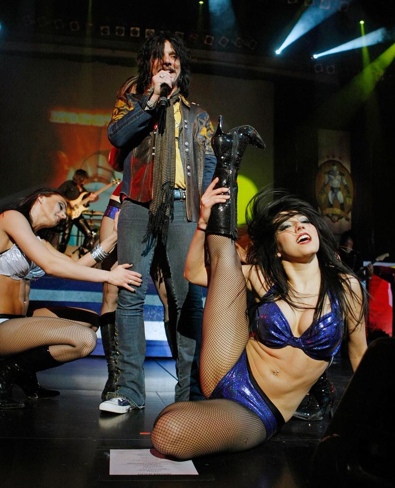 Międzynarodowa rockowa supergrupa The Dead Daisies na Dużej Scenie, polscy punkowi weterani z TZN Xenna oraz pochodzący z Ghany wokalista reggae Rocky Dawuni na Drugiej Scenie - poznaj najnowsze ogłoszenia Przystanku Woodstock!