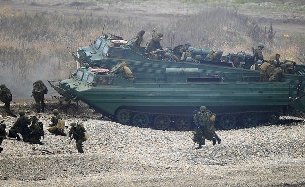 Nie ma bezpośredniego zagrożenia ze strony Rosji wobec któregoś z członków Sojuszu – uważa sekretarz generalny NATO Jens Stoltenberg. Dodaje jednak, że NATO będzie dalej wzmacniać wojskowo wschodnią flankę, jednocześnie utrzymując dialog z Moskwą.