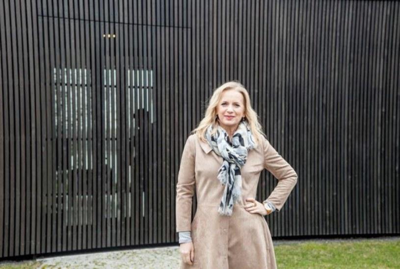 Niewiele osób wie, że wśród polskich domów jednorodzinnych można znaleźć prawdziwe perełki architektoniczne. To właśnie one - domy przyszłości - będą bohaterami nowego cyklu TVP2. Widzowie Dwójki będą mieli okazję przyjrzeć się oryginalnym, inteligentnym budynkom, w których zastosowano niespotykane, nowatorskie rozwiązania. Premiera już w sobotę, 16 kwietnia o godz. 12.25 w TVP2.