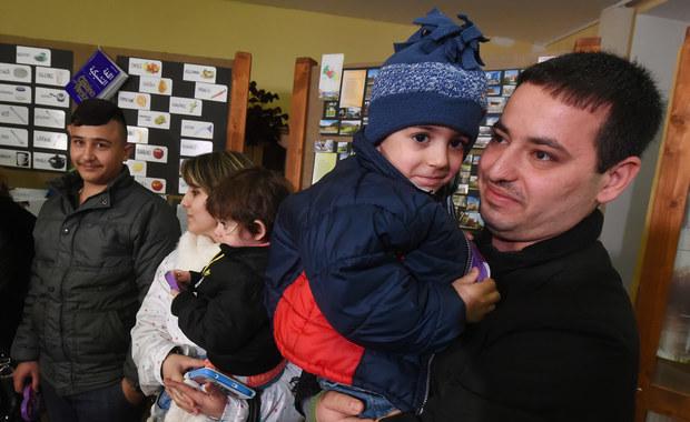 Czechy wstrzymają program przyjęcia 153 chrześcijańskich uchodźców z Iraku. Postanowiono tak, ponieważ część już przyjętych cudzoziemców usiłowała przedostać się do Niemiec, a jedna rodzina postanowiła wrócić do swojego  kraju - poinformował szef czeskiego MSW Milan Chovanec.