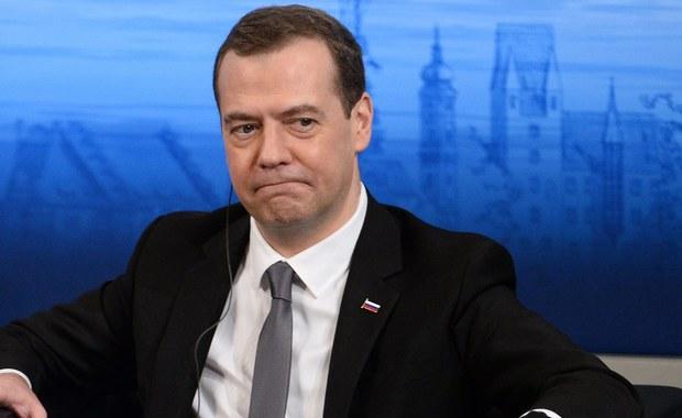 """""""Rosja podejmie konieczne kroki, by zapewnić pokój w Górskim Karabachu i nie dopuścić, aby konflikt wszedł w ostrą fazę"""" – powiedział w stolicy Armenii premier Rosji Dmitrij Miedwiediew. Zaznaczył, że Rosja jest gotowa do odegrania roli pośrednika."""