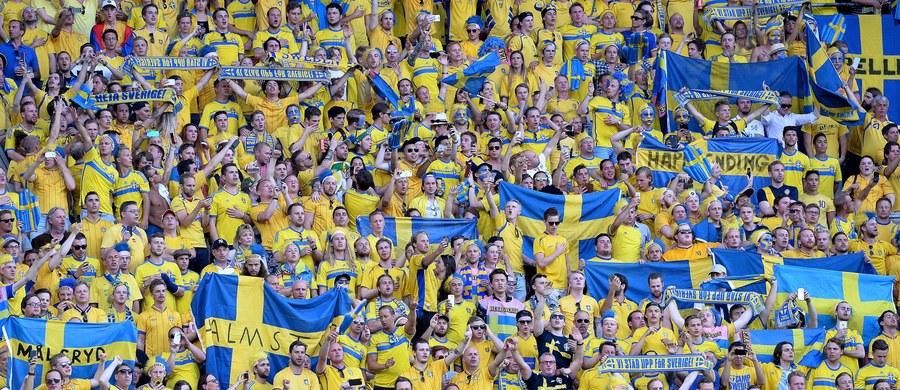 Spożycie alkoholu podczas meczów piłkarskich w Szwecji jest tak duże, że - według klubów i policji - wymknęło się spod kontroli. Powodem - w ocenie mediów - jest sprzedaż wysokoprocentowych napojów na stadionach.