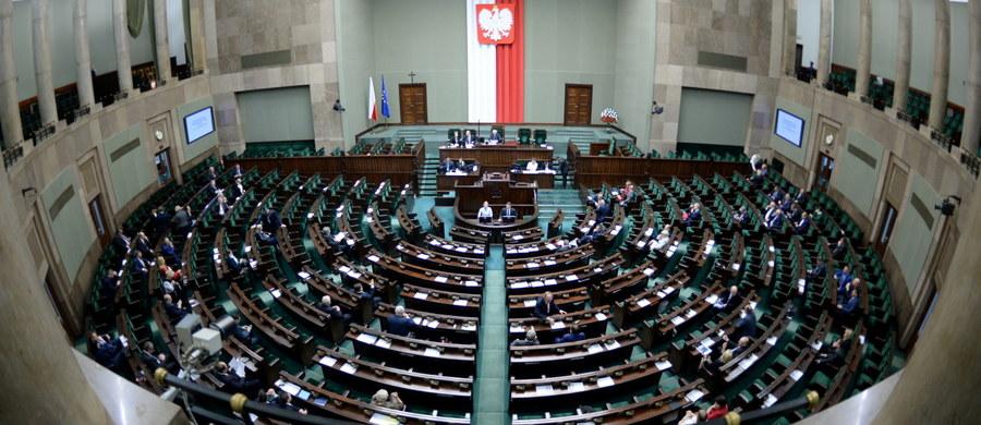 Sejm poparł poprawki Senatu do ustawy o obrocie ziemią. Teraz ustawa, która wstrzymuje sprzedaż państwowych gruntów na 5 lat, trafi do prezydenta.