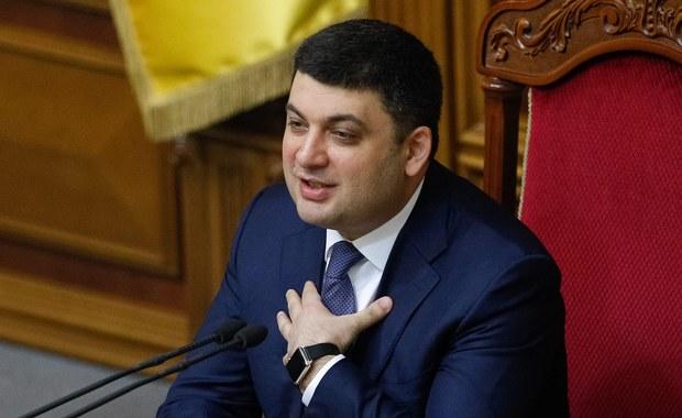 Parlament Ukrainy zatwierdził na stanowisku premiera swego dotychczasowego przewodniczącego Wołodymyra Hrojsmana oraz odwołał z funkcji szefa rządu Arsenija Jaceniuka. Powołanie Hrojsmana i dymisję Jaceniuka poparło 257 deputowanych. Ukraiński parlament zatwierdził też skład nowego rządu.