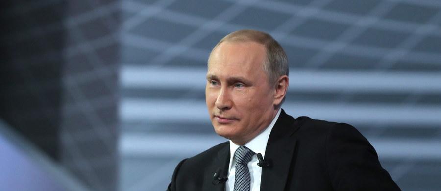 """Prezydent Rosji Władimir Putin zasugerował, że za akcją dziennikarzy śledczy i """"Panama Papers"""" stoją przedstawiciele Stanów Zjednoczonych. Putin zastrzegł, że takich """"prowokacji"""" i """"wrzutek"""" będzie jeszcze więcej przed wyborami w Rosji."""