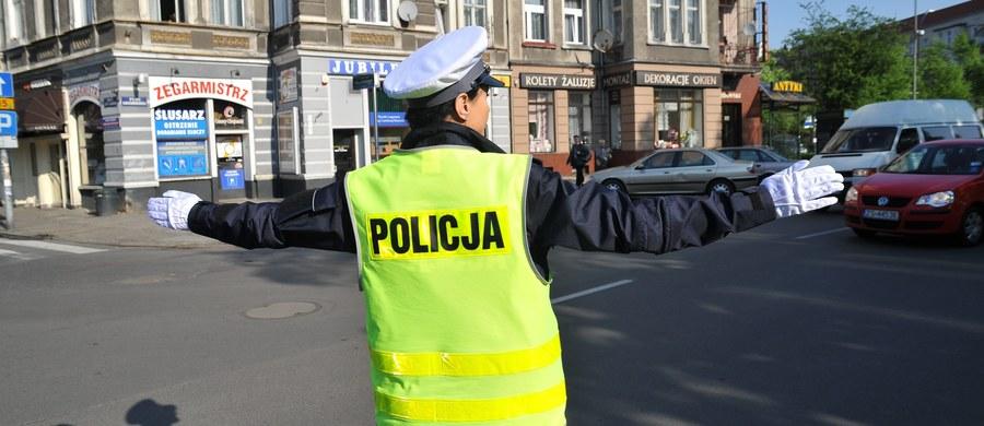 Od piątku wchodzi w życie nowy regulamin komendy głównej, który przewiduje między innymi powołanie odrębnego Biura do spraw Ruchu Drogowego - do tej pory będącego częścią prewencji. Nowe rozwiązanie ma wzmocnić policyjną drogówkę, a także sprawić, by nadzór nad nią był skuteczniejszy – podkreśla wiceszef MSWiA Jarosław Zieliński.