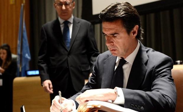 """Minister przemysłu, energetyki i turystyki Hiszpanii Jose Manuel Soria Lopez oświadczył, że rezygnuje ze stanowiska w trybie natychmiastowym w związku z zarzutami o domniemane związki z firmami offshore w Panamie i na wyspie Jersey, co ujawniła afera """"Panama Papers""""."""
