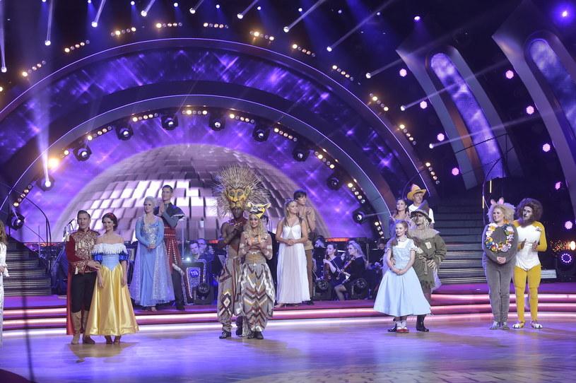 """Aż dwie pary pożegnały się z programem """"Dancing with the Stars. Taniec z Gwiazdami"""". W piątek, 15 kwietnia, po raz ostatni na parkiecie oglądaliśmy Katarzynę Stankiewicz i Tomasza Barańskiego oraz Nikodema Rozbickiego i Agnieszkę Kaczorowską."""