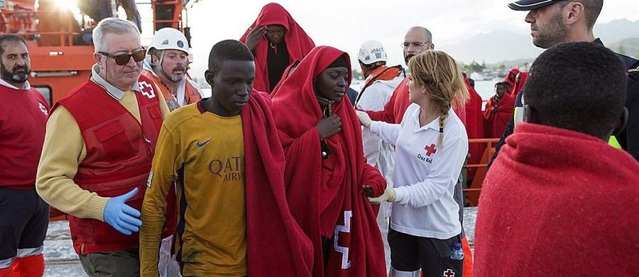 Nawet 400 imigrantów, głównie z Somalii, zaginęło na Morzu Śródziemnym podczas rejsu z Egiptu do Włoch - podały brytyjskie media. Informacje te potwierdził częściowo prezydent Włoch Sergio Mattarella mówiąc o kolejnej tragedii na morzu.