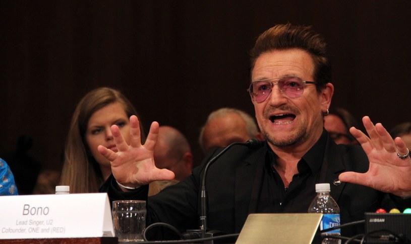 """Nie milkną echa wypowiedzi Bono, który skrytykował Polskę za """"hipernacjonalizm"""". Do naszego kraju lidera grupy U2 zapraszają politycy oraz fani."""