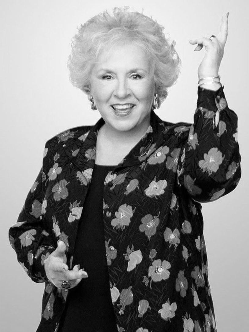 """Doris Roberts, gwiazda serialu """"Wszyscy kochają Raymonda"""", zmarła 17 kwietnia. Miała 90 lat."""