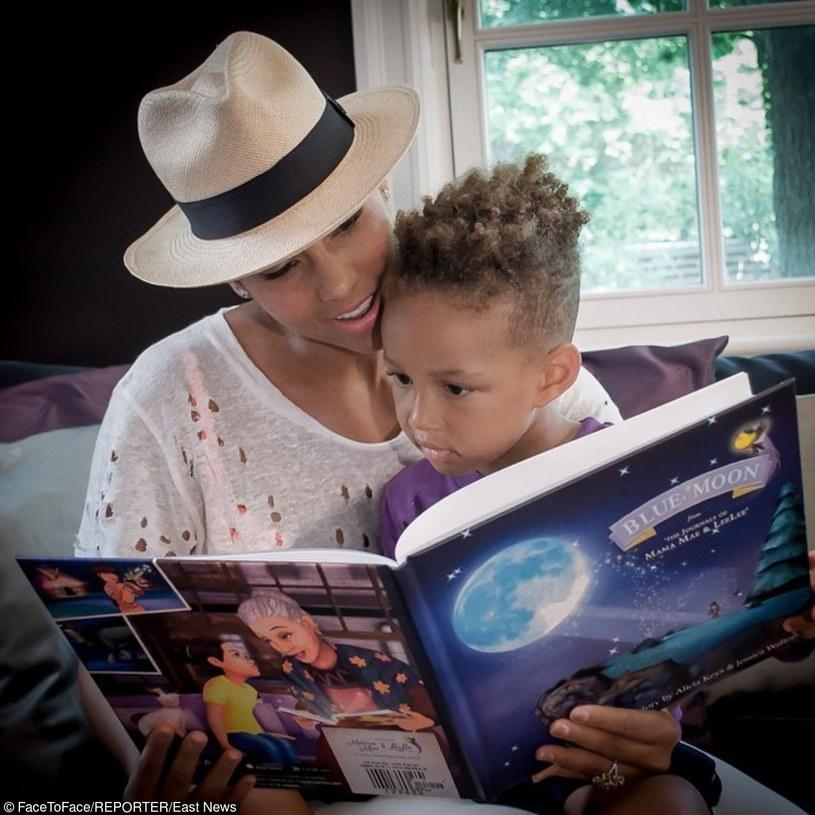 Egypt Daoud Dean to 5-letni syn producenta Swizz Beatza i Alicii Keys. Do sieci trafiło nagranie, które po raz kolejny pokazuje producencie umiejętności chłopca.