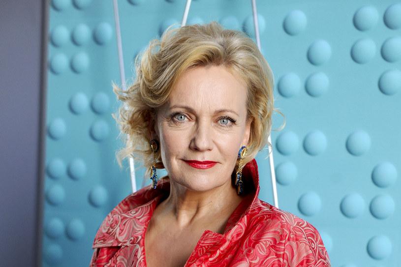 """Maria Pakulnis ma na swym koncie role w filmach, serialach i spektaklach teatralnych. Na dużym ekranie mogliśmy ją oglądać w takich produkcjach, jak """"Pożegnanie jesieni"""", """"Pajęczarki"""", """"Oszołomienie"""", """"Konsul"""" czy """"Jezioro Bodeńskie"""". Jej najbardziej znane kreacje serialowe pochodzą z """"Pierwszej miłości"""", """"Na Wspólnej"""", """"Ekstradycji"""", ostatnio - """"Powiedz TAK!""""."""