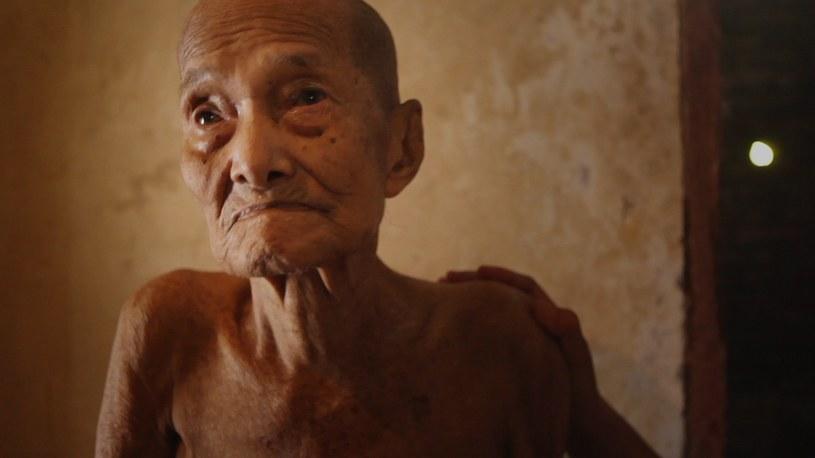 """Amerykański dokumentalista Joshua Oppenheimer w swym nowym filmie """"Scena ciszy"""" wraca do Indonezji i kontynuuje wstrząsającą opowieść, którą rozpoczął swym poprzednim filmem - """"Scena zbrodni""""."""