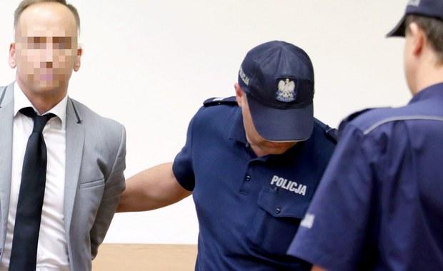Obrońcy Dariusza K., gitarzysty i producenta muzycznego, oskarżonego o spowodowanie wypadku ze skutkiem śmiertelnym, chcą maksymalnego złagodzenia kary. Dwa lata temu K. potrącił na pasach 63-letnią kobietę, która w wyniku wypadku zmarła. W organizmie Dariusza K. wykryto kokainę. Prokuratura domaga się 8 lat więzienia.