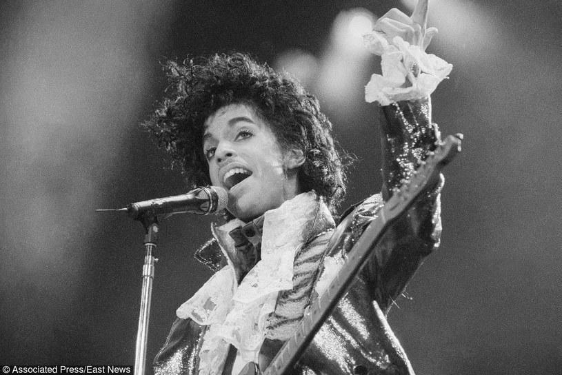 21 kwietnia zmarł Prince. Legendarny muzyk, wokalista, producent i kompozytor. Miał 57 lat. Artyści z całego świata wspominają gwiazdora oraz oddają mu hołd.